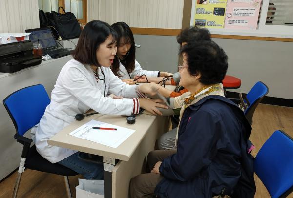 전공살린 재능기부 - 간호학과 동아리생 복지관 봉사활동 펼쳐